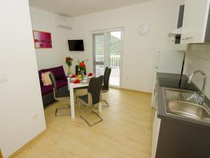 Apartments Vesela, Apartments  Janjina - big - 64