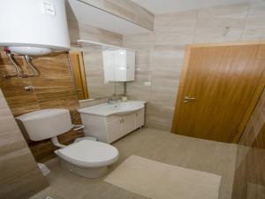 Apartments Vesela, Apartments  Janjina - big - 21