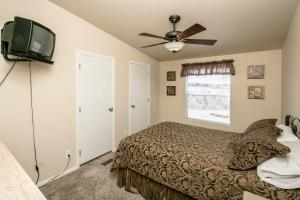 3020 Larkwood Avenue Home Home, Nyaralók  Bullhead City - big - 15