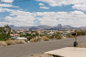 3020 Larkwood Avenue Home Home, Nyaralók  Bullhead City - big - 20