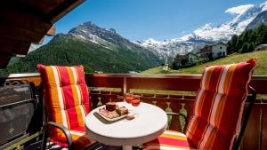 Haus Belle-Vue, Apartmány  Saas-Fee - big - 1