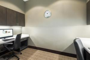 Hampton Inn & Suites Tampa Airport Avion Park Westshore, Отели  Тампа - big - 10