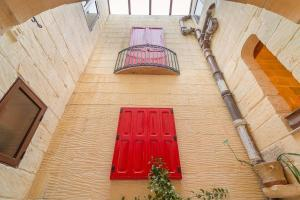 Holiday Farmhouse with Private Pool in Nadur Gozo, Prázdninové domy  Nadur - big - 4