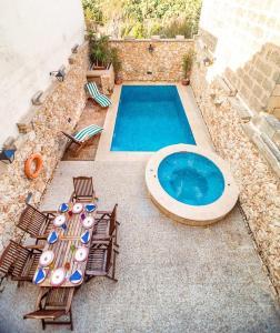 Holiday Farmhouse with Private Pool in Nadur Gozo, Prázdninové domy  Nadur - big - 14