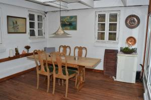 Four-Bedroom Holiday Home in Ribe, Prázdninové domy  Ribe - big - 2