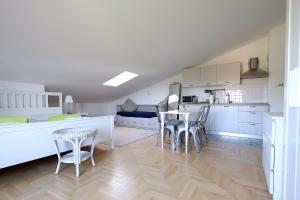 Apartments Papalinna, Апартаменты  Малинска - big - 40