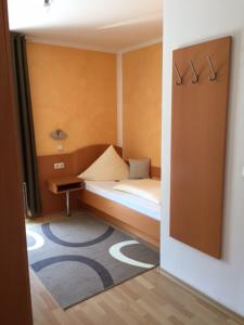 Pension Wagner, Bed and Breakfasts  Ingolstadt - big - 1
