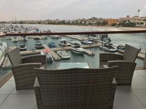 Yanjoon Holiday Homes - Palm Views Apartments - Dubai