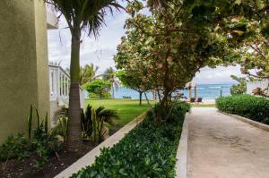 Escape to Paradise Seaview Condo - St Mary