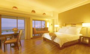Qingdao Romantic Seaview Apartment