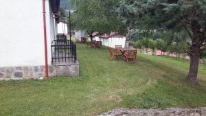Beneks Restaurant and Bungalows, Appartamenti  Skudrinje - big - 2