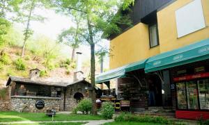 Beneks Restaurant and Bungalows, Appartamenti  Skudrinje - big - 8