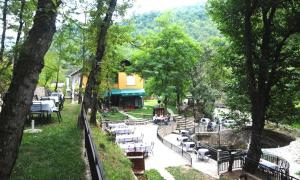 Beneks Restaurant and Bungalows, Appartamenti  Skudrinje - big - 9