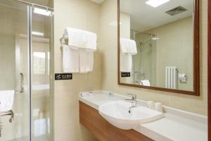 The Modern Holiday Villa Beijing Gubeikou Branch, Apartments  Miyun - big - 23