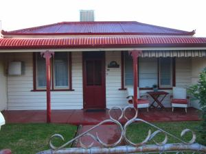 Cottage at Willyama
