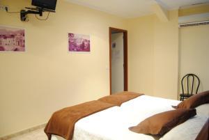 Hostal Guilleumes, Vendégházak  Monistrol - big - 5