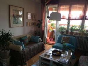Artist's Abode -- Comfy and Chic, Apartmány  Skopje - big - 1
