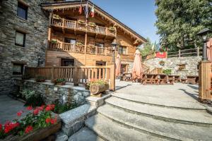 Prenota Hotel Parc Mont Avic