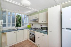 New Farm - 1 Bed - Cool Space, Apartmány  Brisbane - big - 12