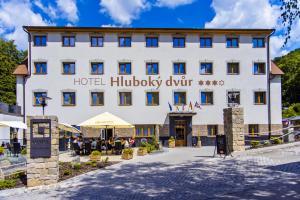 Wellness Hotel Hluboký Dvur