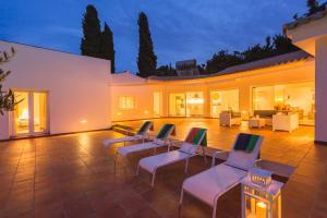 Stunning Villa with Mountain Views - Los Campitos, Ville  Estepona - big - 3