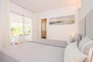 Stunning Villa with Mountain Views - Los Campitos, Ville  Estepona - big - 19