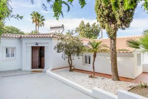 Stunning Villa with Mountain Views - Los Campitos, Ville  Estepona - big - 1