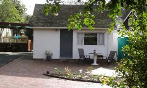 Cozy Quirky Cottage Constantia, Southern Suburbs