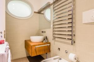 Casa Rebecca in Brera, Apartmány  Miláno - big - 14