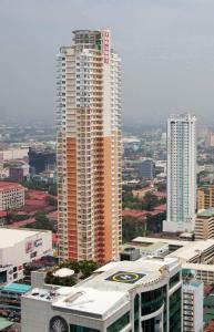 Pink Autumn Birch, Apartmány  Manila - big - 4