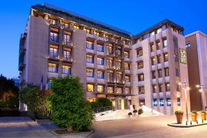 Lazart Hotel