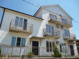On Krasnodarskaya Guest House