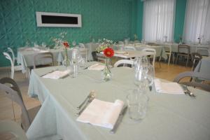 GG8 Restaurant & Hotel
