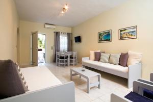 Balito, Aparthotely  Kato Galatas - big - 18