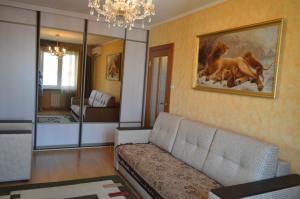 Apartment on Tupolieva 7