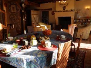 Chambres d'Hôtes Logis de l'Etang de l'Aune, Bed and breakfasts  Iffendic - big - 82