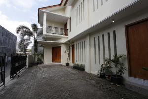 RedDoorz @ Kolonel Sugiono, Penzióny  Yogyakarta - big - 6