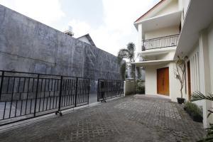 RedDoorz @ Kolonel Sugiono, Penzióny  Yogyakarta - big - 7