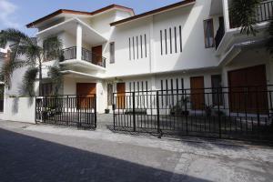 RedDoorz @ Kolonel Sugiono, Penzióny  Yogyakarta - big - 9