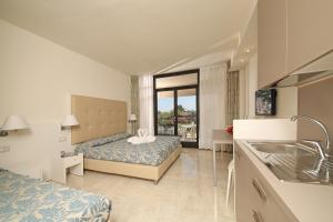 Prenota Hotel Residence Holiday