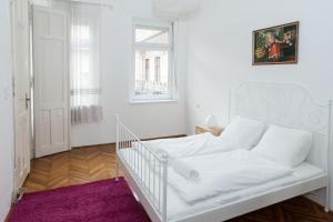 Tranquil flat next to the Budapest Central Park, Apartmanok  Budapest - big - 3