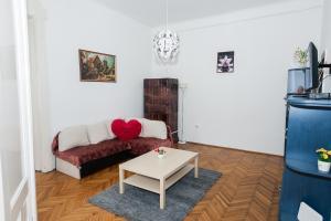 Tranquil flat next to the Budapest Central Park, Apartmanok  Budapest - big - 1