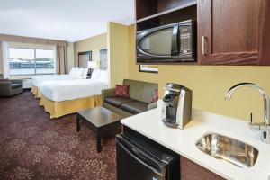 Holiday Inn Express & Suites Sandusky, Hotely  Sandusky - big - 12