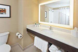 Holiday Inn Express & Suites Sandusky, Hotely  Sandusky - big - 13