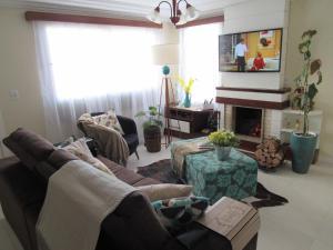 SerraPrime Casa 3 Suítes ao lado Catedral de Pedras, Nyaralók  Canela - big - 1