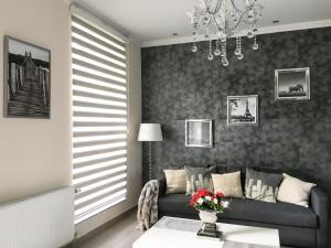 Luxury 3 bedroom Apartment, Шарлеруа