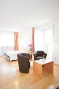 Hotelpension zum Gockl, Penzióny  Allershausen - big - 6