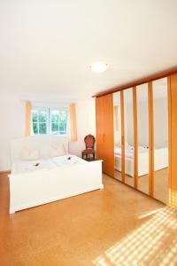 Hotelpension zum Gockl, Penzióny  Allershausen - big - 11