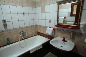 Hotel Dunav, Отели  Сремски-Карловци - big - 2