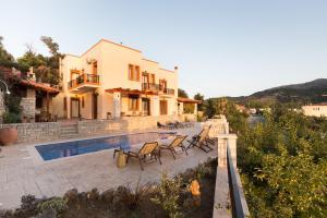 Ageri Traditional Villa